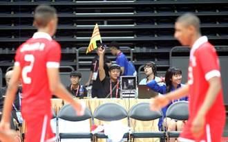 亞青男排》排球賽新制 舉旗等慢動作播完