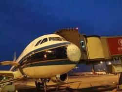 盲降? 陸南航班機 飛行中被冰雹打成「麻子臉」