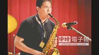 視障達人黃沐桂街頭秀才藝 用音樂穿透黑暗 考取4縣市表演證照