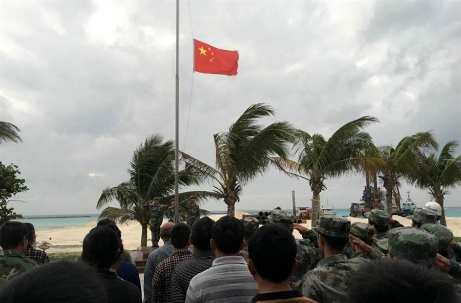 中國大陸在永興島、趙述島、美濟礁等南海9島礁上舉行昇旗儀式,圖為三沙市七連嶼工委駐地趙述島。(圖/中新社)