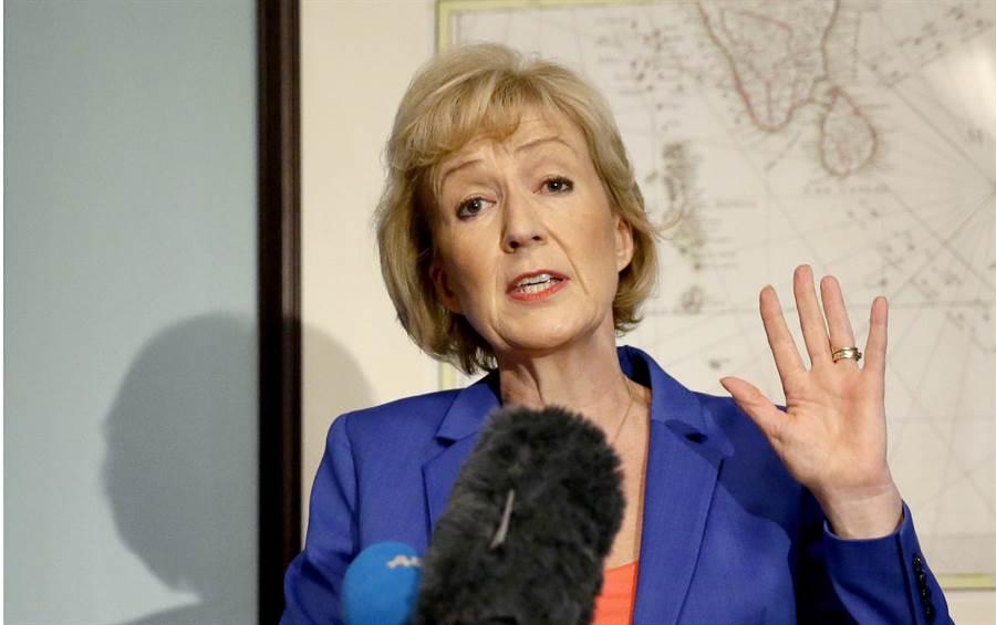退出保守黨黨揆選舉的安翠拉.李德森,現職是英國能源部副大臣。(圖/美聯社)