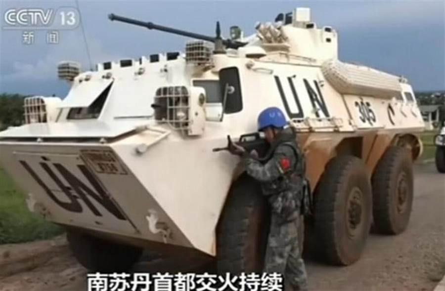 圖為中國赴南蘇丹維和部隊及戰車。(圖/央視)