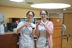 護理姊妹花 同醫院同樓層互勉照顧病人