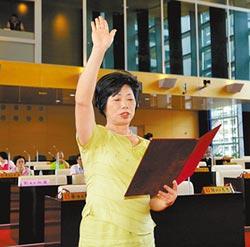 劉淑蘭宣誓就職 議會藍綠各半