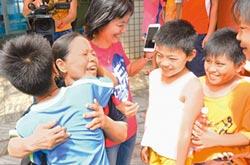 「把菜攤的菜蓋好,我就來了」 助母校重建 陳樹菊捐30萬