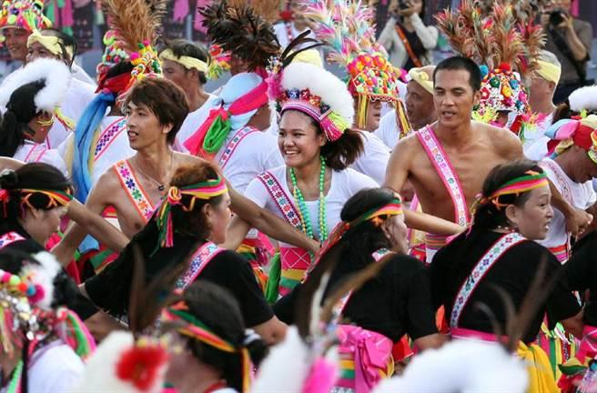 台東長光部落阿美族傳統豐年祭及成年禮。(資料照片,王錦河攝)
