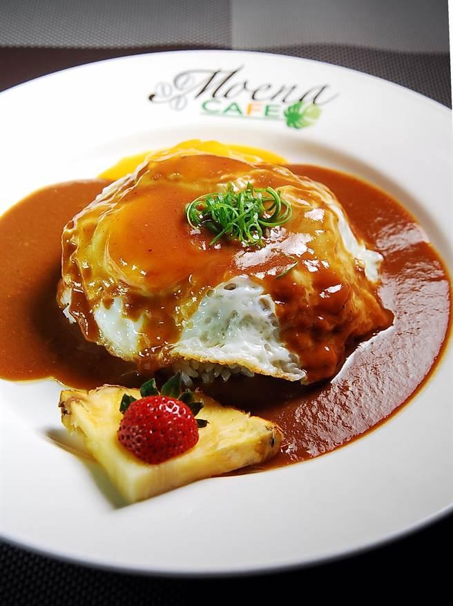 用燉牛肉搭配荷包蛋舖在米飯上,再淋上牛肉醬汁的〈Loco Moco〉,是非常典型的夏威夷美食。(圖/姚舜攝)