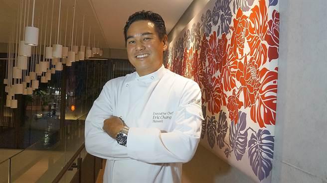 有中國血統的Eric曾在夏威夷的五星大飯店擔任行政主廚,為了有更多時間與愛妻與孩子相處,所以創業開〈Moena Cafe〉。(圖/姚舜攝)