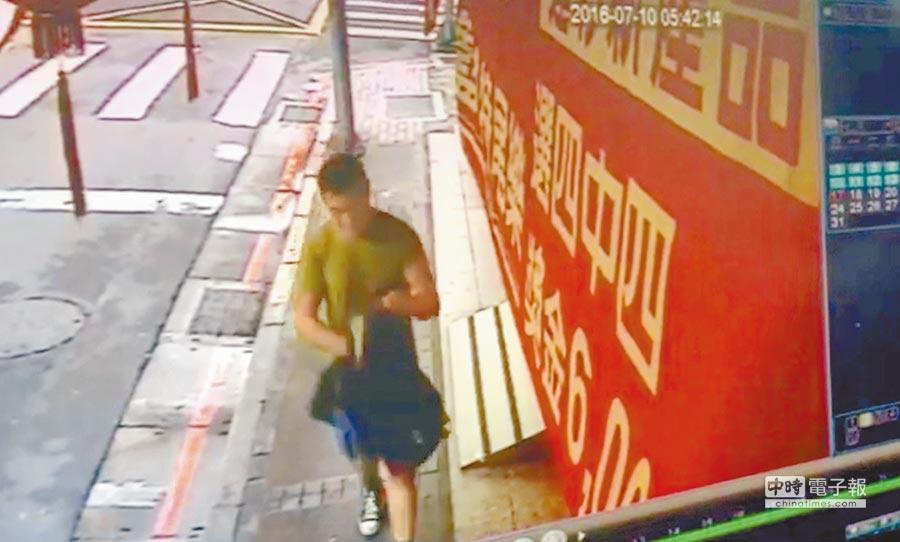 台北市吉林分行10日凌晨遭一名外籍車手獨自盜領380萬元,警方懷疑他是第4名嫌犯。(翻攝畫面)