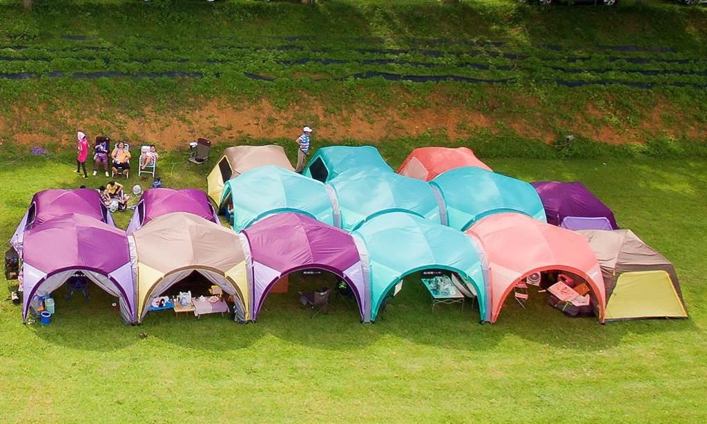 露營設備業者研發新型帳篷,可串接相連成家族帳篷聚落。 圖/業者提供
