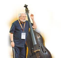 低音提琴國寶 77歲馬汀露一手