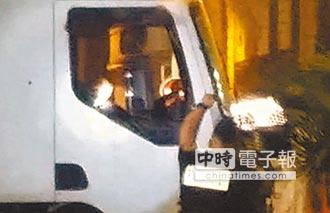 法國恐攻人間煉獄》奪命卡車蛇行衝撞 人像保齡球倒下 百人跳海