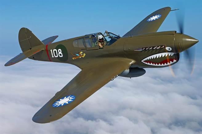 維吉尼亞州軍事航空博物館(Military Aviation Museum)收藏,漆有青天白日徽的P-40E戰鬥機,將參與本次的飛虎年會,本機為志願隊王牌飛行員,第2中隊中隊長希爾(David Lee Hill)座機塗裝。(軍用航空博物館)