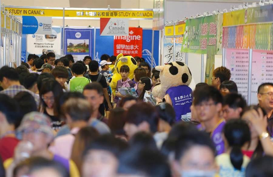 旺旺中時媒體集團將舉辦大學博覽會,替學子分析留遊學趨勢,並提供各大學展示、招攬學生的空間。(本報資料照片)