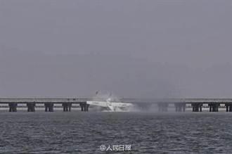 【影】上海水上飛機撞橋 五死五受傷