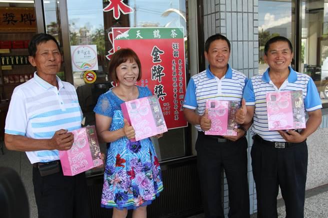 東昇茶園茶園獲得兩面金牌。(楊漢聲攝)