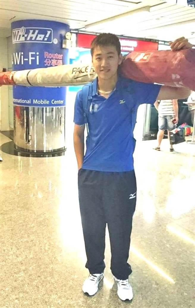 台灣撐竿跳高小將許德敬,在土耳其的世界中學運動會以4公尺70奪金,揚名國際。(楊樹煌翻攝)