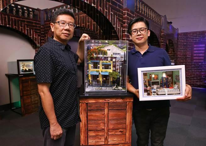 藝術家黃風然(右)手捧著他為前袖珍博物館館長曹文瑞打造的作品《BIG BOY》;他們身旁的作品《雅朵》餐廳是天母人的共同記憶。(羅永銘攝)