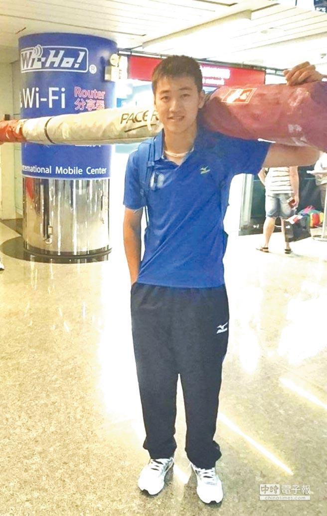台灣撐竿跳高小將許德敬,日前在土耳其舉行的世界中學運動會中,以4公尺70成績為我國奪下世界金牌,為國爭光。(楊樹煌翻攝)