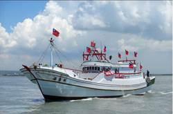 往太平島第5天 護島漁船隊遇海巡桃園艦