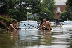 大陸水患不斷 商人逐災區收泡水車