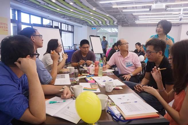 延平中學與淡江大學策略遠見研究中心,日前舉辦「2026的延平與你」未來思考工作坊。(圖/策略遠見研究中心提供)