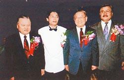 上月開心吟唱王傑經典歌 王俠告別式28日舉行