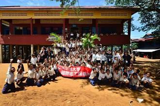 赴柬埔寨被蚊叮80個包 學生志工熱情不減
