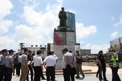 台南火車站鄭成功銅像  被潑紅墨水