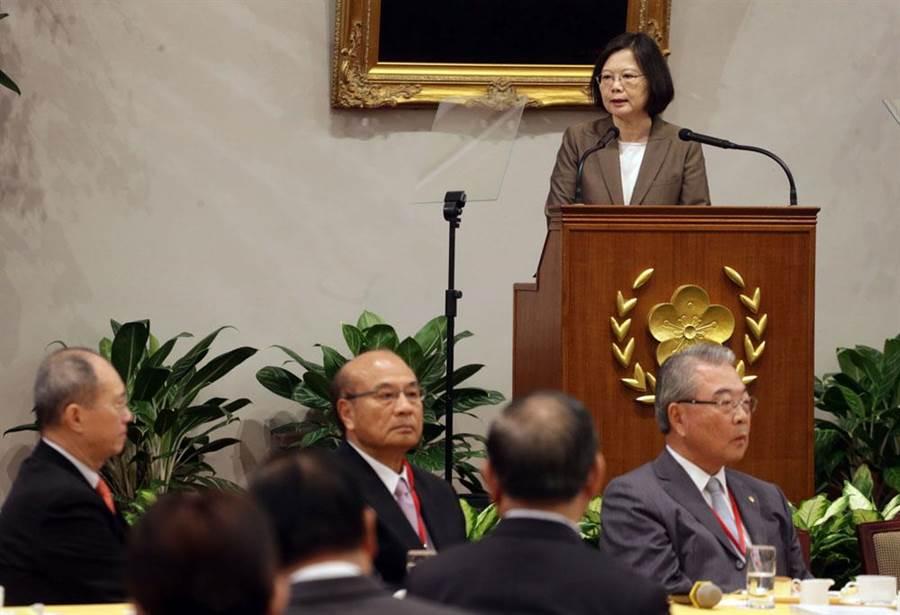 蔡英文總統28日在總統府接見「中華民國全國工業總會理、監事」。(中央社)