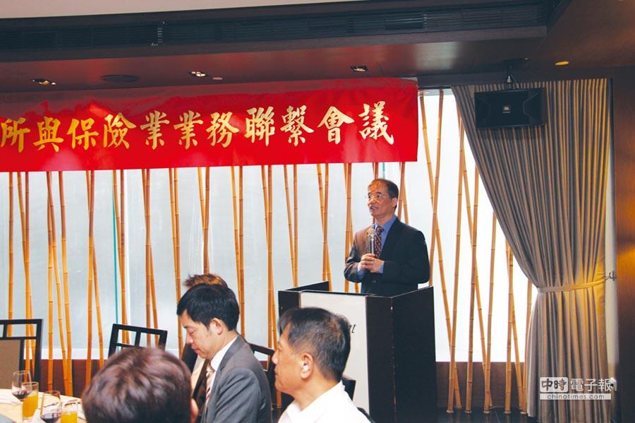期交所舉辦保險業業務聯繫會議,董事長劉連煜出席致詞,並介紹台灣期貨市場發展概況及人民幣匯率商品,推廣法人機構積極參與。  圖/期交所提供