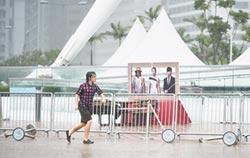 颱風天 香港人低頭瘋抓神奇寶貝