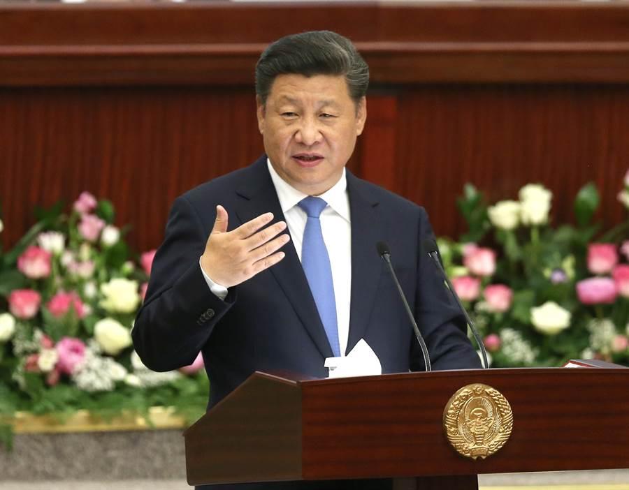 中國國家主席習近平堅持大陸在南海存在,並繼續建設,因為現在不動手,將來就只剩下一堆歷史資料,說也沒用了。圖為習6月22日在烏茲別克斯坦最高會議立法院發表演說的資料照。(圖/新華社)