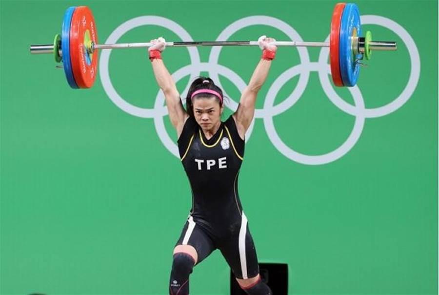 中華奧運舉重女將許淑淨,以抓舉100公斤、挺舉112公斤,總和212公斤的成績,成功衛冕,拿下我國里約奧運首面金牌。(資料照片/陳信翰攝)