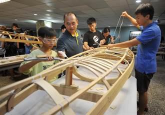 台師大副教授謝智謀發起「大手攜小手,獨木舟造舟計畫」