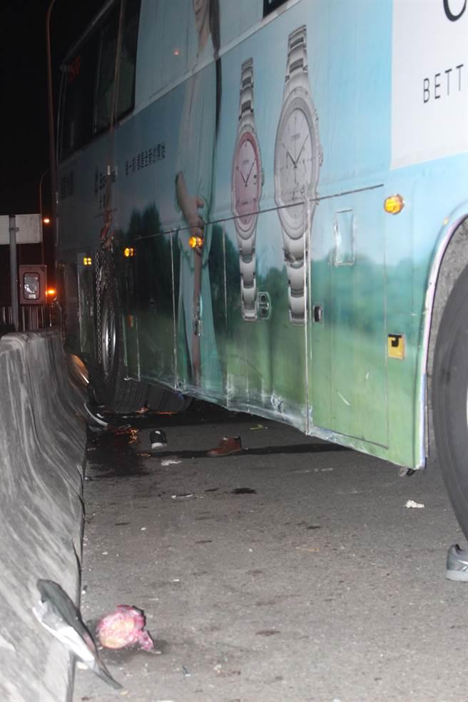 國光號班車因電視起火停國道路肩,遭聯結車從後方追撞,釀成3死12人輕重傷,陳姓司機慘死輪下。(黎薇攝)