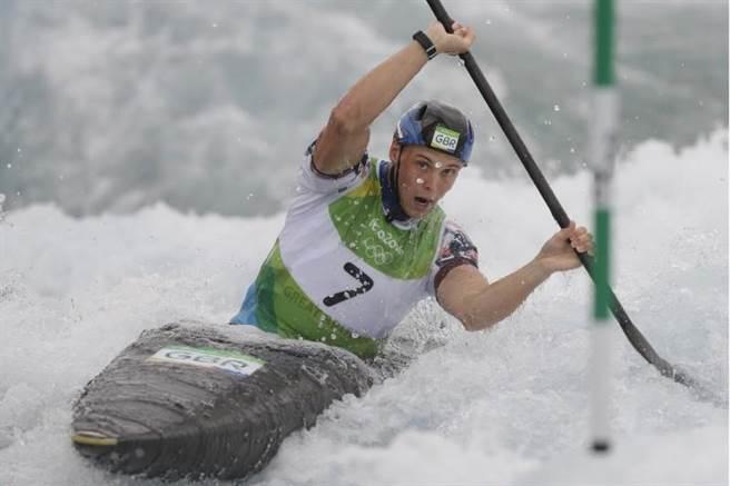 英國克拉克里約奧運競速激流輕艇K1摘金圓夢。(美聯社)
