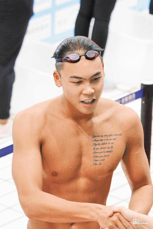 4月7日,2016大陸游泳冠軍賽在廣東佛山舉行,男子100公尺自由式決賽由余賀新摘冠。(CFP)