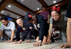 菲律賓前總統羅慕斯高齡88歲 連做10個俯臥撐