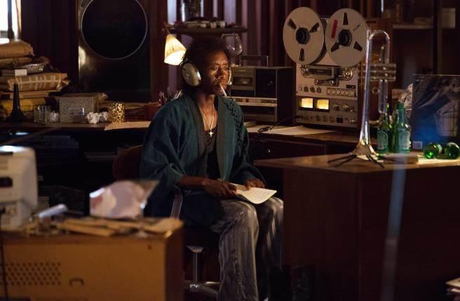 新片《瘋狂邁爾士》揭開爵士音樂大師邁爾士戴維斯沈寂樂壇5年重新爬起來的故事。(圖/Maison Motion提供)