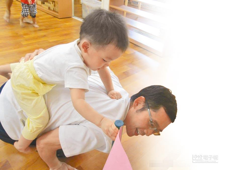 高雄市社會局舉辦「父」幼日相關活動,希望培訓超級奶爸。(柯宗緯攝)