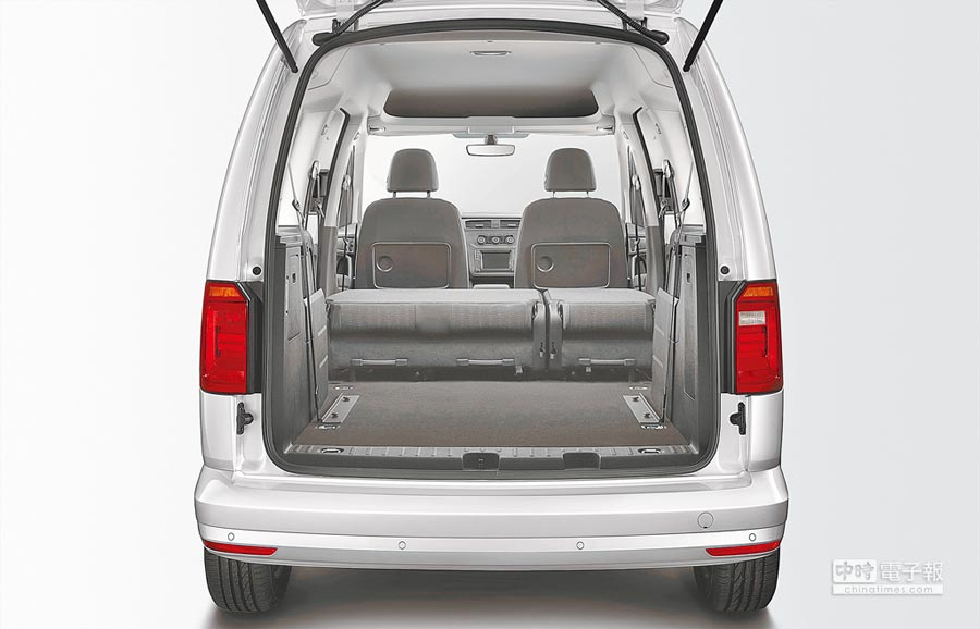 3006mm軸距造就New Caddy Maxi寬敞且能任意變換的7人座空間,前傾、翻折或拆卸,座椅可隨意變換成雙座、5人座乃至7人座。攝影Rene   圖片提供VW