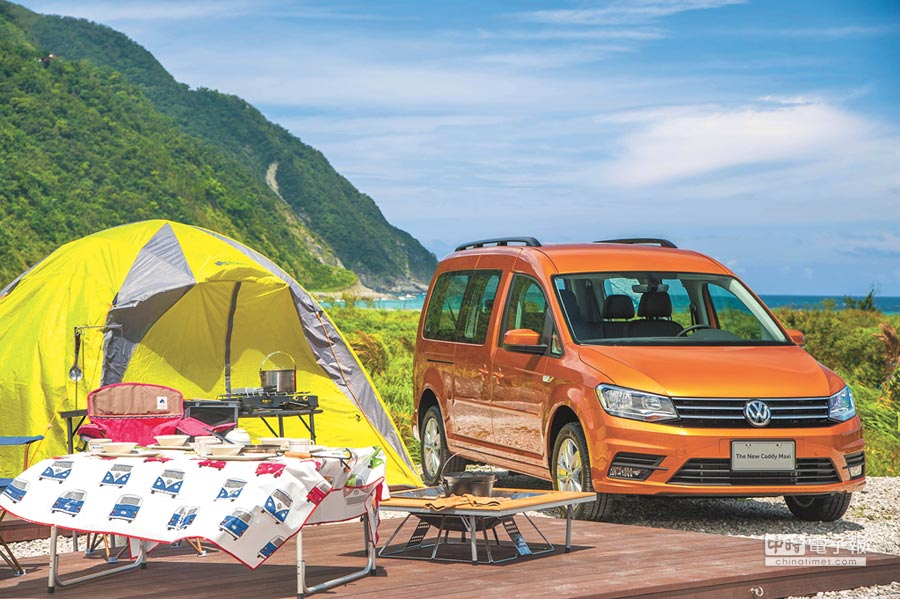 國內露營風正盛,有著大肚量優勢的New Caddy Maxi在滿載全家人出遊同時,也能輕易裝進帳篷、炊具、餐桌椅等各式露營用品,難怪近來銷售扶搖直上。攝影Rene   圖片提供VW