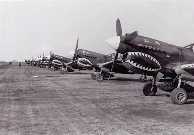 位於芷江空軍基地的5大隊P-40戰鬥機群。(喬為智提供)