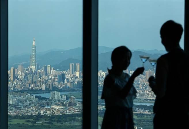 全台最高自助餐廳「50樓Café」。(鄧博仁攝)