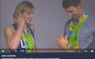 里約奧運》獎牌太多不會掛?菲爾普斯教你!
