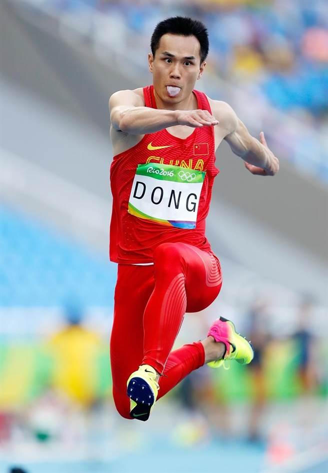 28歲老將董斌的神奇一跳,讓中國大陸三級跳遠首次登上奧運頒獎台。(中新社)