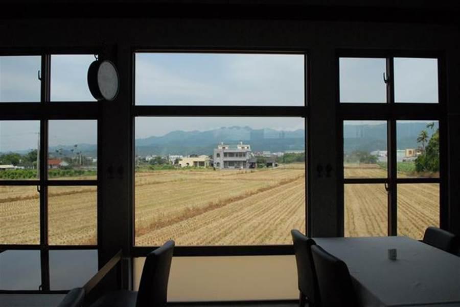 用餐的地方窗外就是一片稻田。(取自卡卡松法式餐廳臉書)