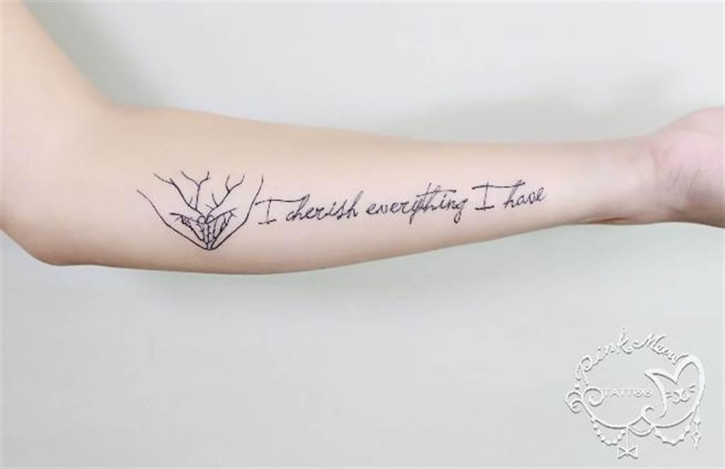 用刺青說出自己的人生態度。(圖/粉紅喵提供)