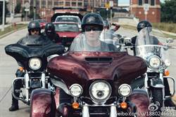 胡軍騎重機征服美國Sturgis Motocycle Rally